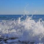 海しぶきで海水から大気へ移る有機物とは? – 海の微生物と気候の関係解明を目指して