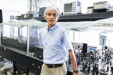 10兆分の1秒の世界で起きる誰も見たことのない現象を追う – 「時間分解分光法」で挑む、学習院大学・岩田耕一教授